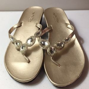 Reaction Kenneth Cole thong sandals NWOT